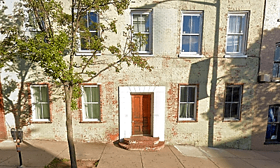 Building, 106 N Potomac St, 1