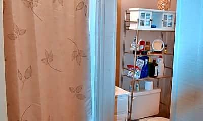 Bathroom, 408 W Calhoun St, 2