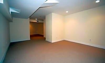 Bedroom, 5 W Owen St A, 2