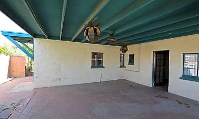 Living Room, 2219 N Hampton St, 2