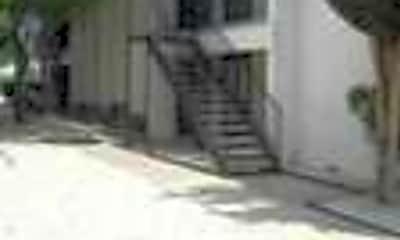 Quadrangle Apartments, 2
