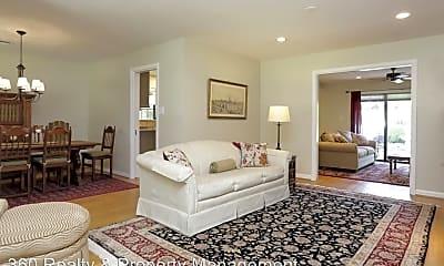 Living Room, 4726 Waring St, 2