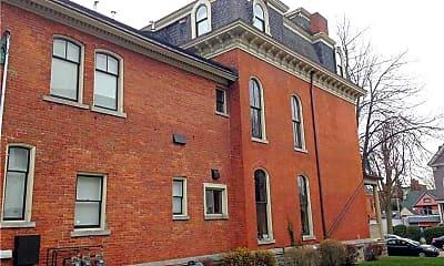 Building, 441 Franklin St 3, 1