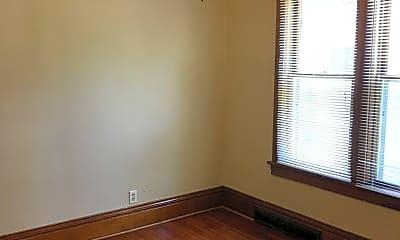 Bedroom, 881 Margaret St, 2