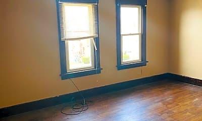 Living Room, 595 Baldwin Ave, 1