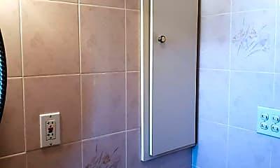 Bathroom, 19 6th St, 2