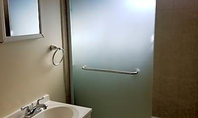 Bathroom, 440 Poplar Ave, 2
