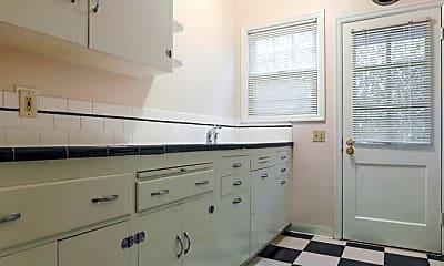 Bathroom, 4405-4527 NE Hoyt St, 1