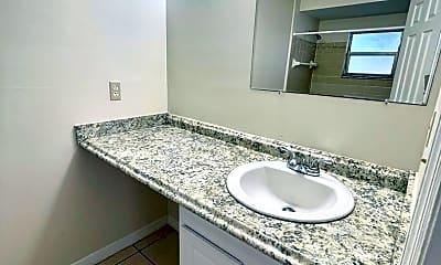 Bathroom, 304 S 14th St, 2
