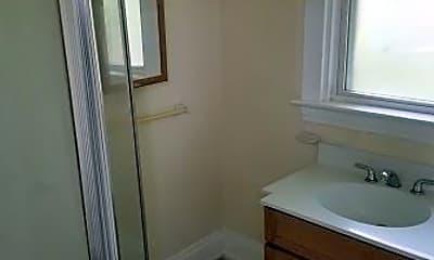 Bathroom, 551 Woodlawn Ave, 1