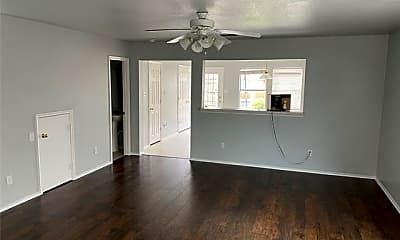 Living Room, 7580 Kings Tr, 1