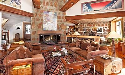 Living Room, 172 Deer Ridge Ln, 0