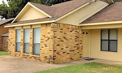 Building, 717 Hillcrest Ct, 1