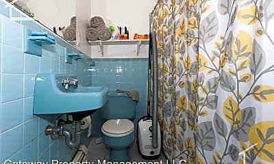 Bathroom, 645 Washington St, 2