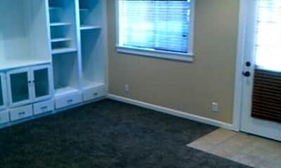 Living Room, 1419 N Poplar Ave, 1