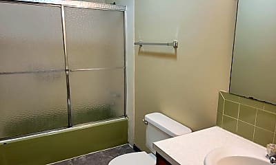 Bathroom, 1419 E Cairo St, 2
