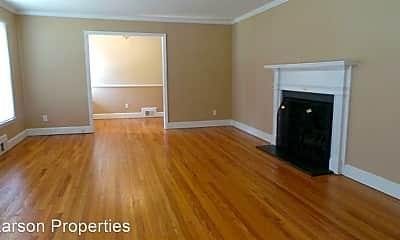 Living Room, 440 Oakland Dr, 1