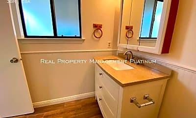 Bathroom, 5932 E Belmont Ave, 2