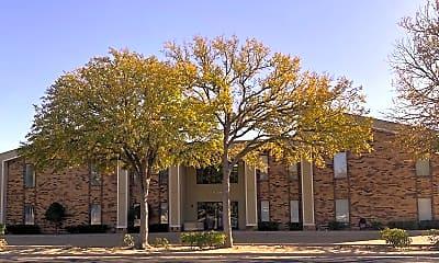 Building, 721 W Dengar Ave, 1