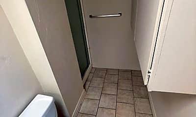 Bathroom, 515 S 11th Ave, 2