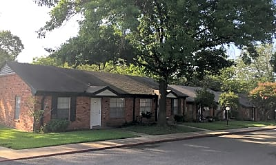 Holly Oaks Apartments & Cottages, 0
