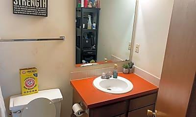 Bathroom, 213 Wisconsin St, 1