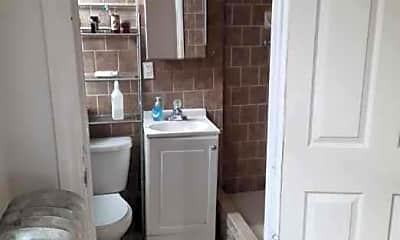 Bathroom, 560 Kosciuszko St, 2
