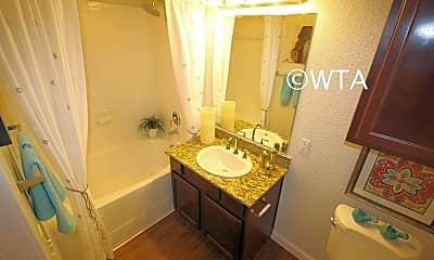 Bathroom, 5707 Tpc Parkway, 2