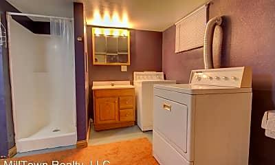 Kitchen, 829 Pershing Ave, 2