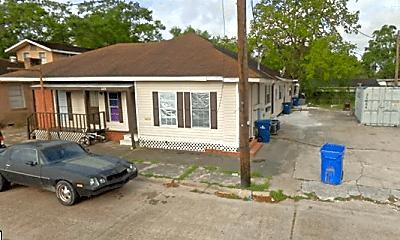Building, 209 S Irwin St, 2
