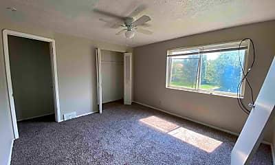 Living Room, 5970 Glenway Dr, 2