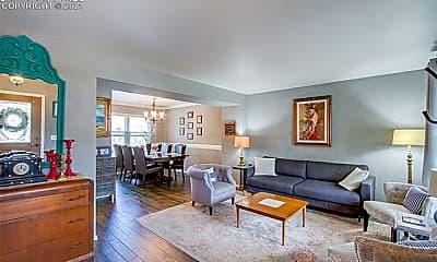 Living Room, 660 Maroonglen Ct, 1