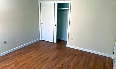 Bedroom, 504 Broad St, 2
