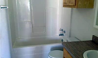 Bathroom, 136 Nolan St B, 2