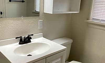 Bathroom, 800 East Dr, 2