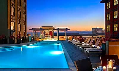 Pool, AVE Emeryville at Bay Street, 1