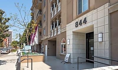 Building, 844 Fedora St, 1