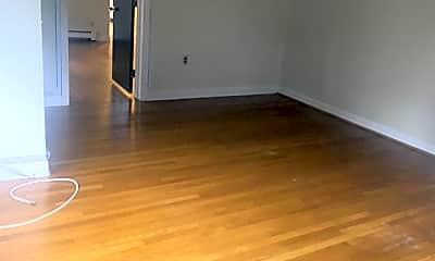 Living Room, 176 Salem St, 2