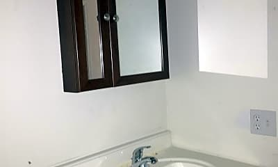 Bathroom, 900 NE 14th St, 2