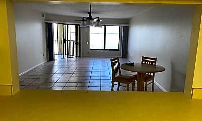 Living Room, 4019 SE 20th Pl Unit 303, 2