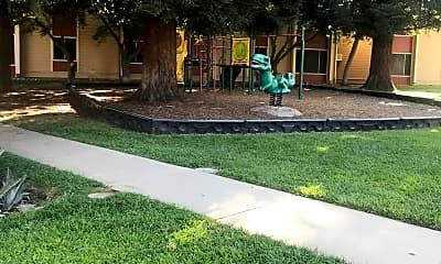 Folson Gardens, 2