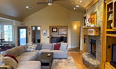 Living Room, 757 Prairie Dunes Way, 1