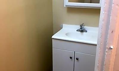 Bathroom, 507 High St, 2