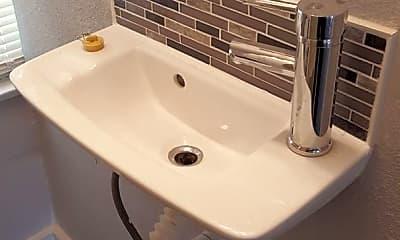 Bathroom, 434 Buckingham Ave, 2