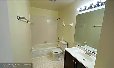 Bathroom, 3417 NW 44th St 104, 2