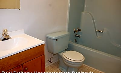 Bathroom, 1113 Old Denbigh Blvd, 2