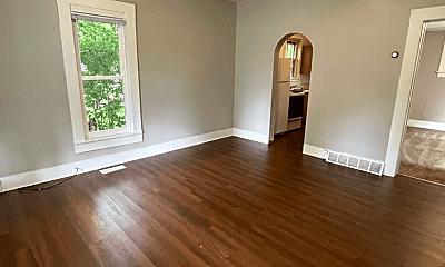 Living Room, 716 Niagara St, 1