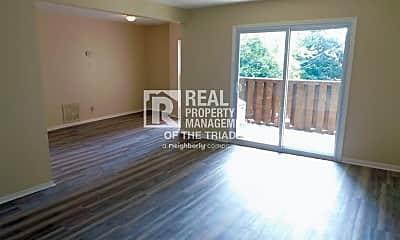 Living Room, 2023 Maywood St, 1