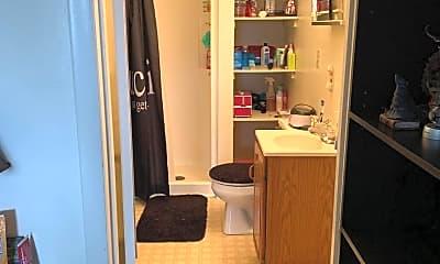 Bathroom, 164 Roxbury St, 2