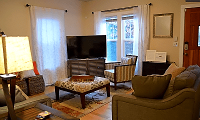 Living Room, 512 Williams Ave N, 1